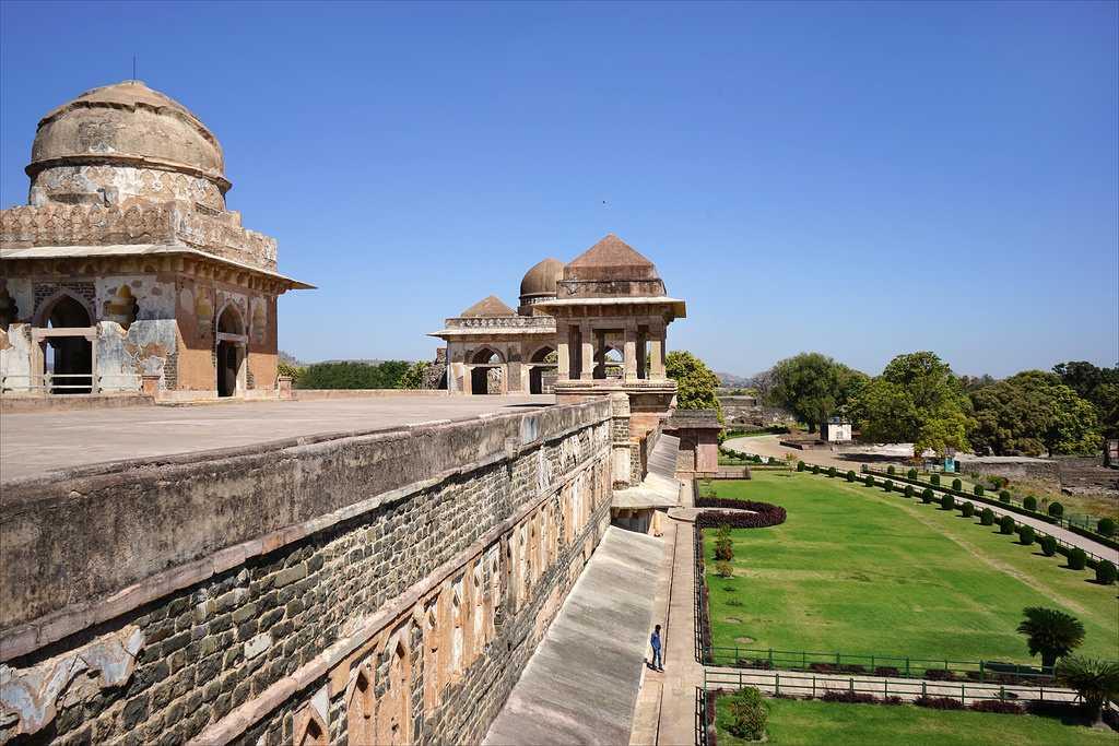 Jahaz Mahal, Mandu, Summer season