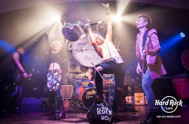 Hard Rock Cafe HCMC, Nightlife in Ho Chi Minh District 1, Live Music Bar in Saigon