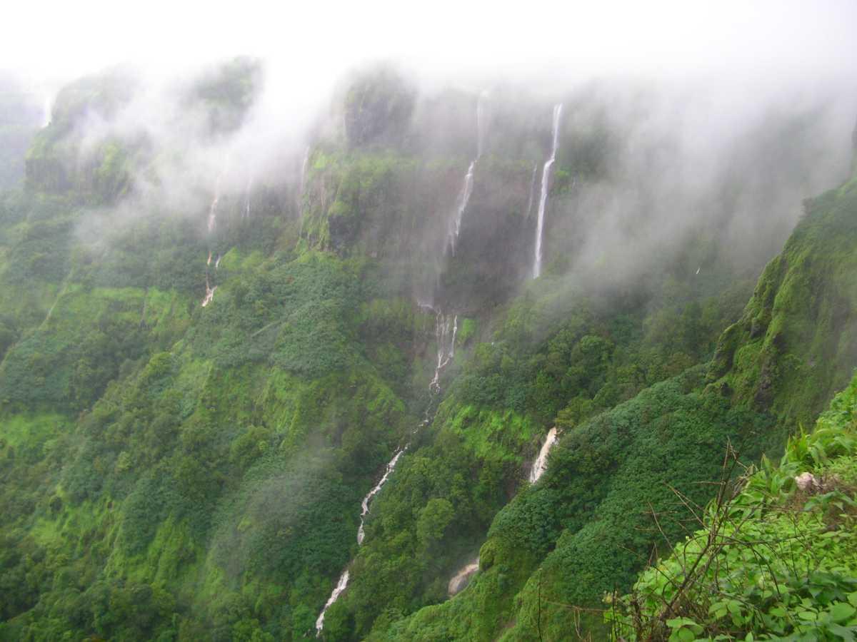 Kavlesaad waterfalls
