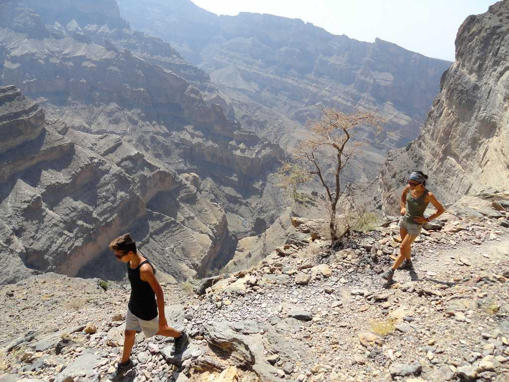 hiking in oman, jebel shams