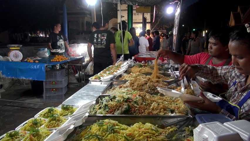 Phetchaburi Night Market is Famous for Healthy Halal Food in Bangkok