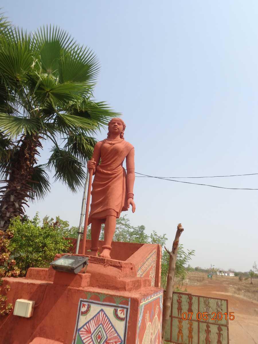 Purkhauti muktaangan statue