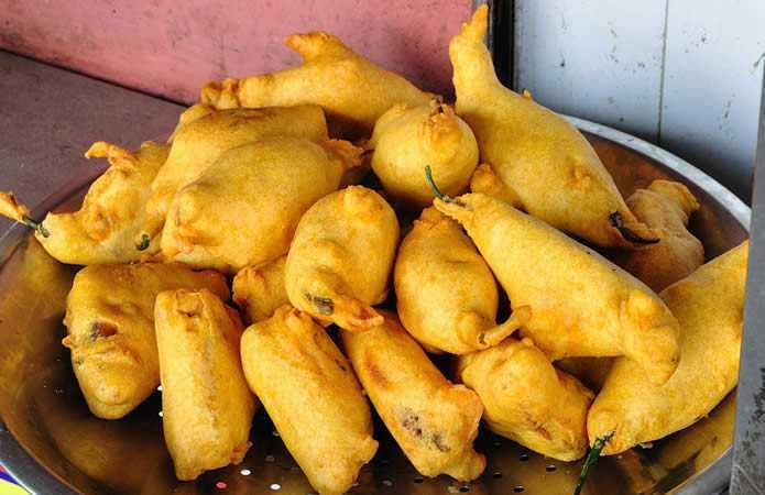 street food in udaipur, Manak Balaji vada pav