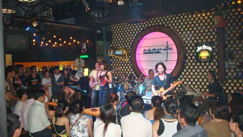 The Acoustic Bar, Ho Chi Minh Nightlife, Live Music Bar in Saigon