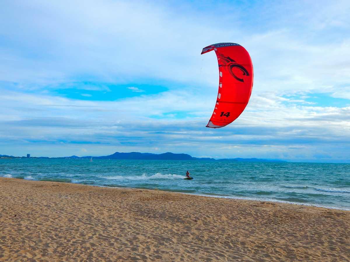 Kitesurfing in Thailand