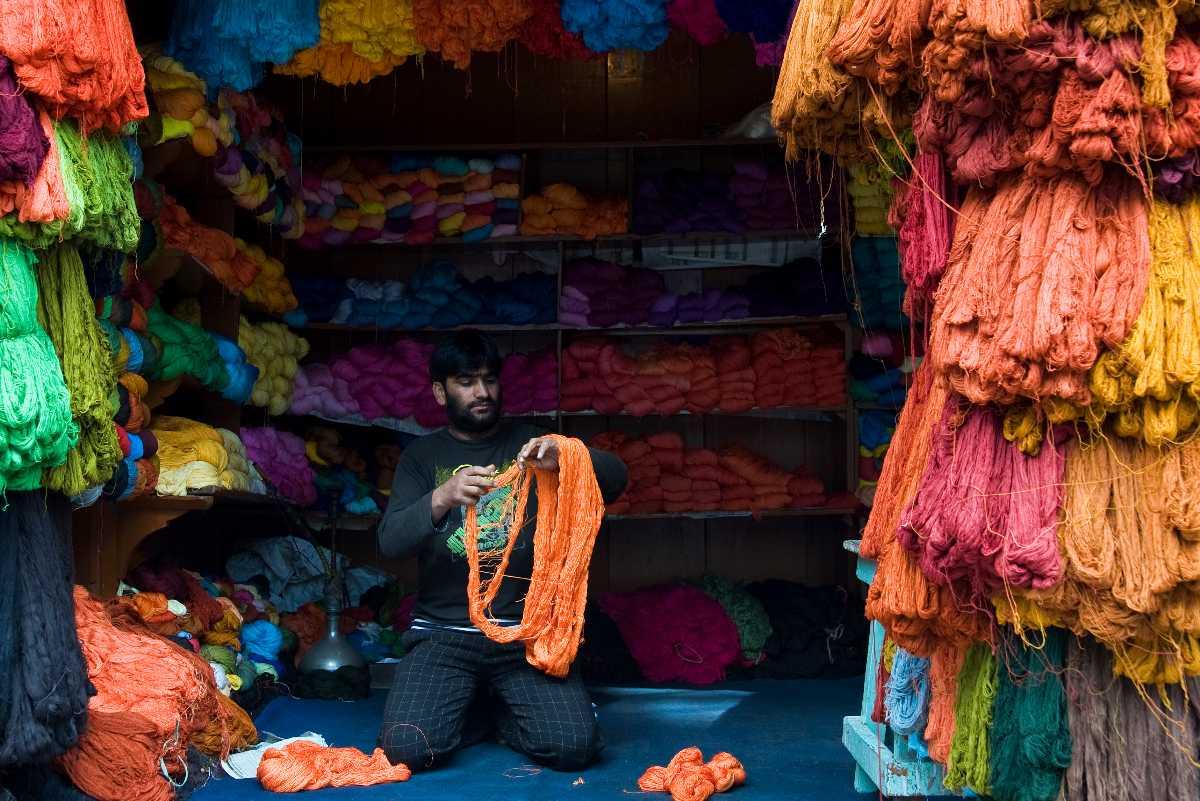 Zaina Kadal Road, Shopping in Srinagar