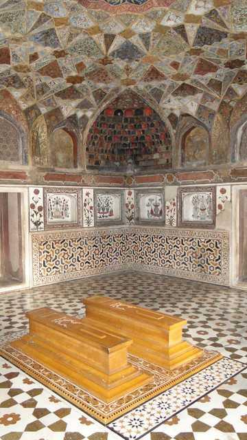 Itimad Ud Daulahs Tomb