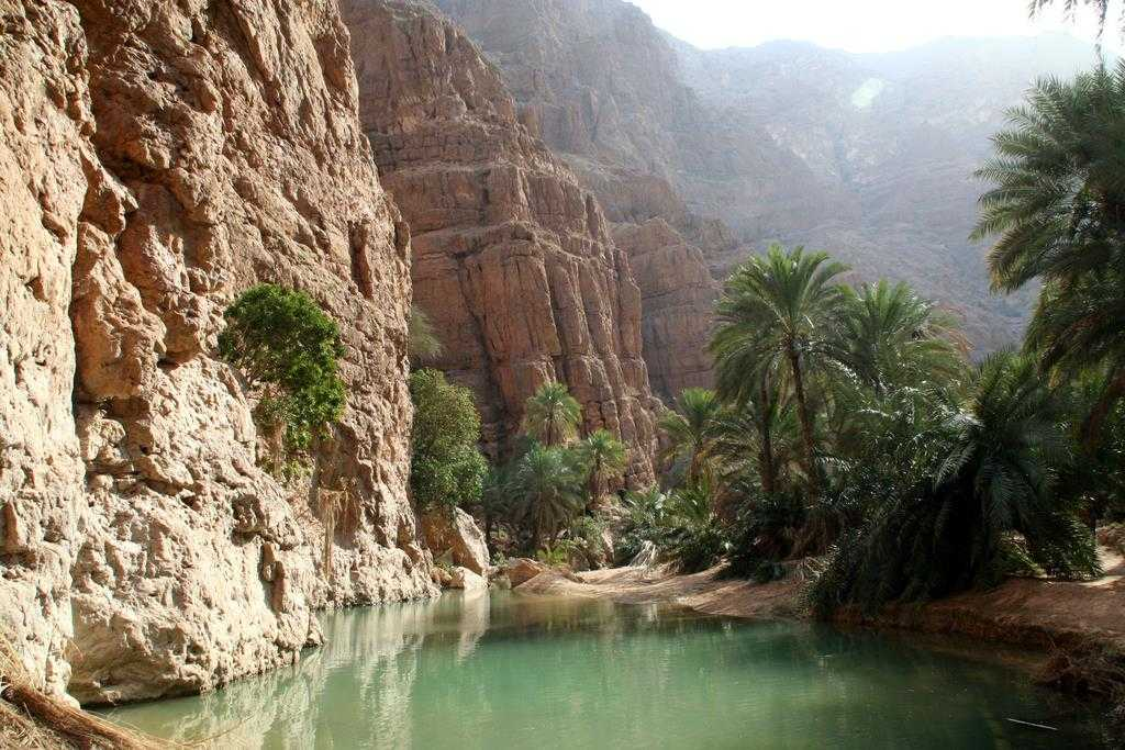 hiking in oman, wadi shab