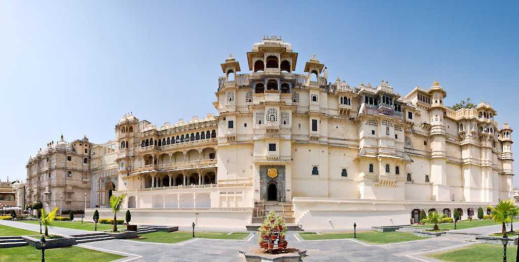 City Palace (Udaipur) Rajasthan | Timings, entry fee, hotel