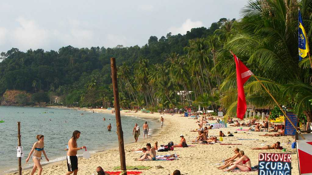 Nightlife in Koh Chang has room for both party buffs and the ones looking to lounge around.