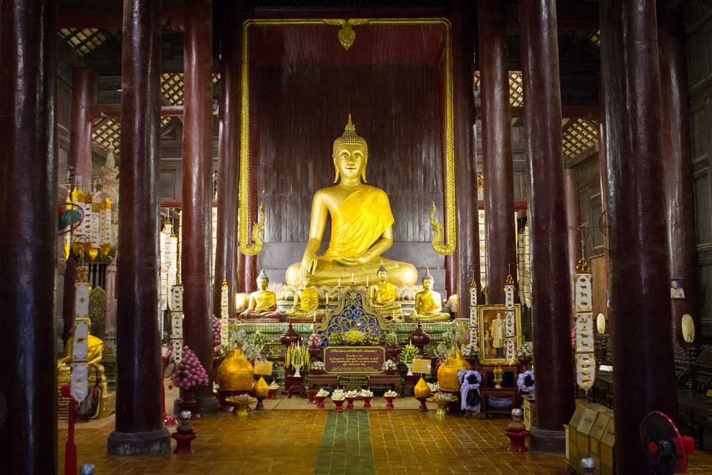 Golden Buddha at the Prayer Hall in Wat Phan Tao