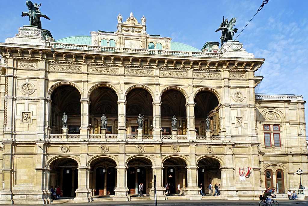 Hanhel's Five Statues at Vienna State Opera, Vienna