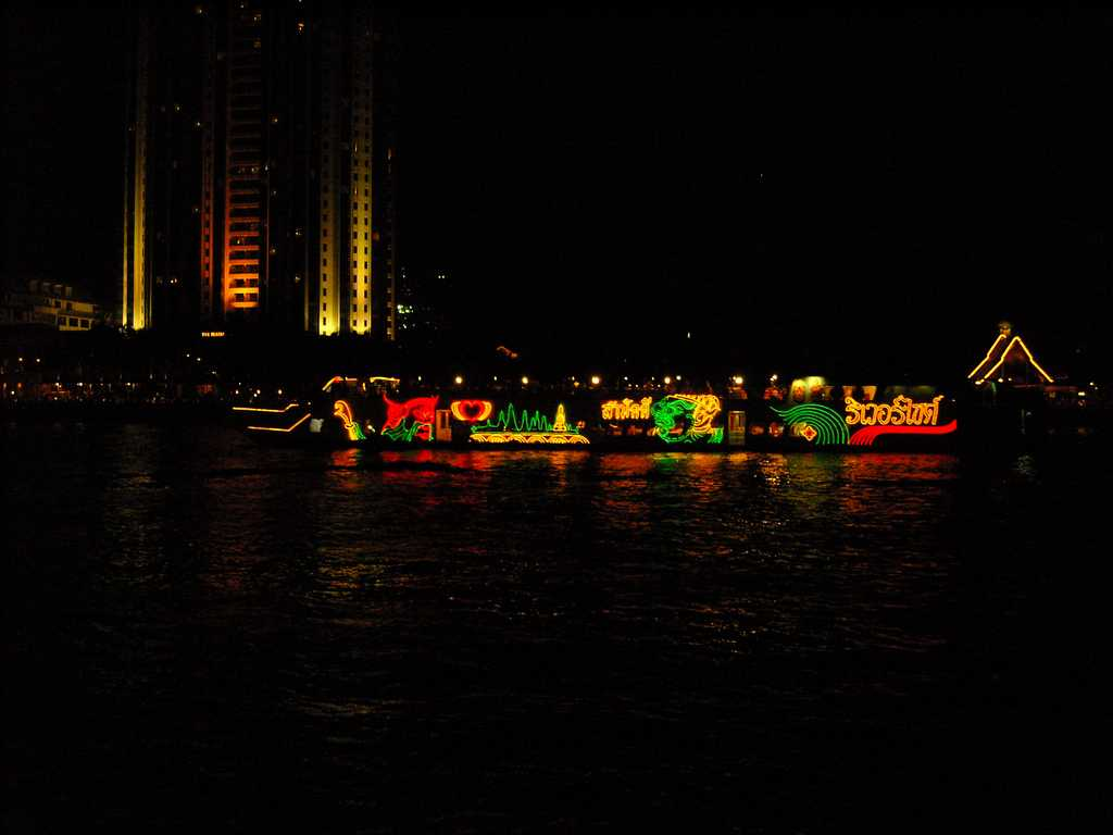 Dinner Cruise on The Chao Phraya River