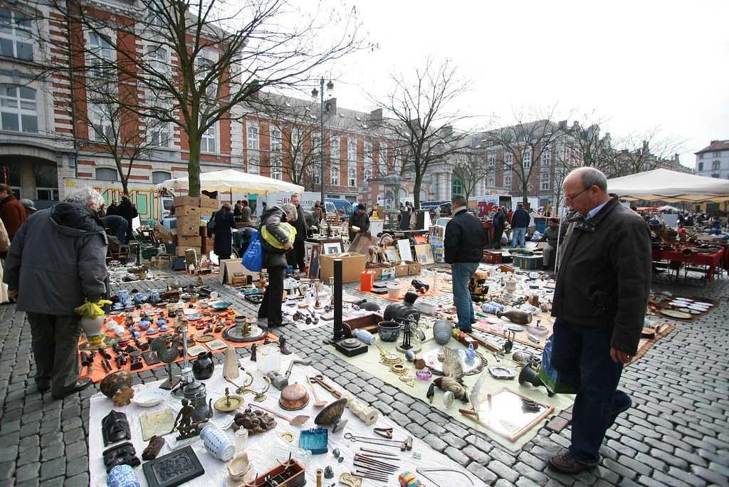 Marché aux Puces de Bruxelles, Shopping near Manneken Pis