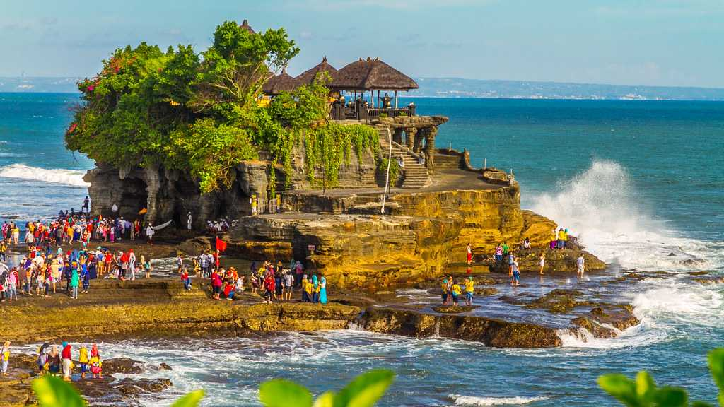 The Tanah Lot temple is an excellent example of Bali's architecture, entwined with nature and philosophy.