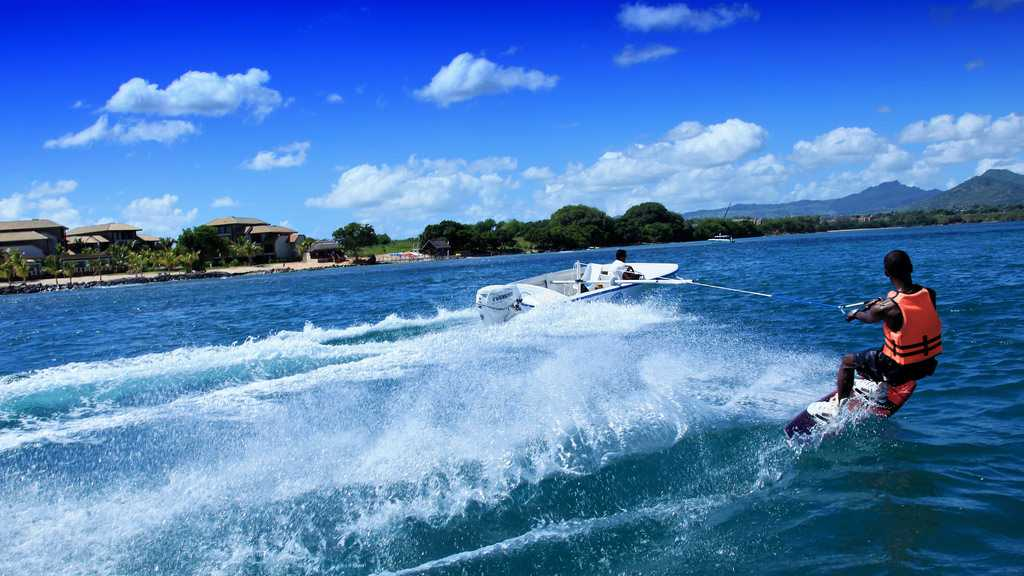 Water Skiing, water sports in Mauritius