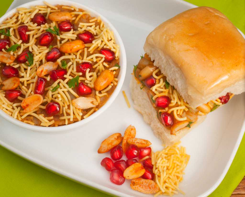 Dabeli, Street food  in Vadodara