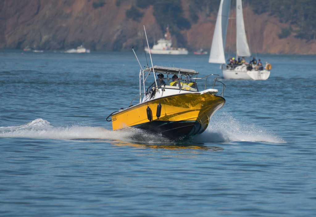 Boston Yellow Whaler, parasailing in Mauritius