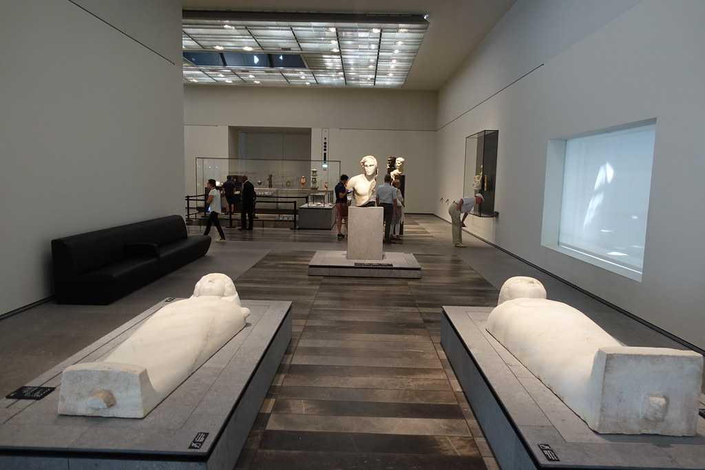 Louvre abu dhabi gallery