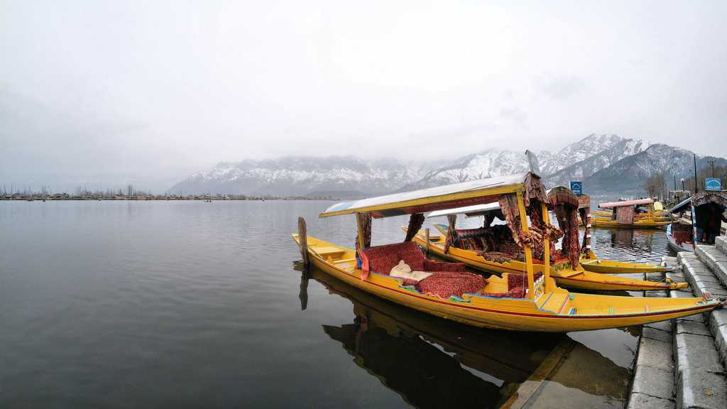 Dal Lake during winters
