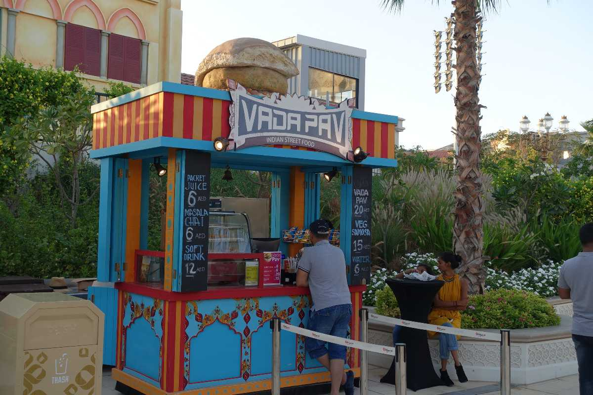 Victoris Station, Bollywood Parks Dubai