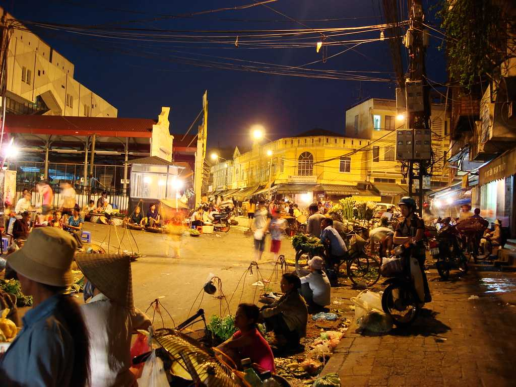 Thanh Xuan night mrket in hanoi