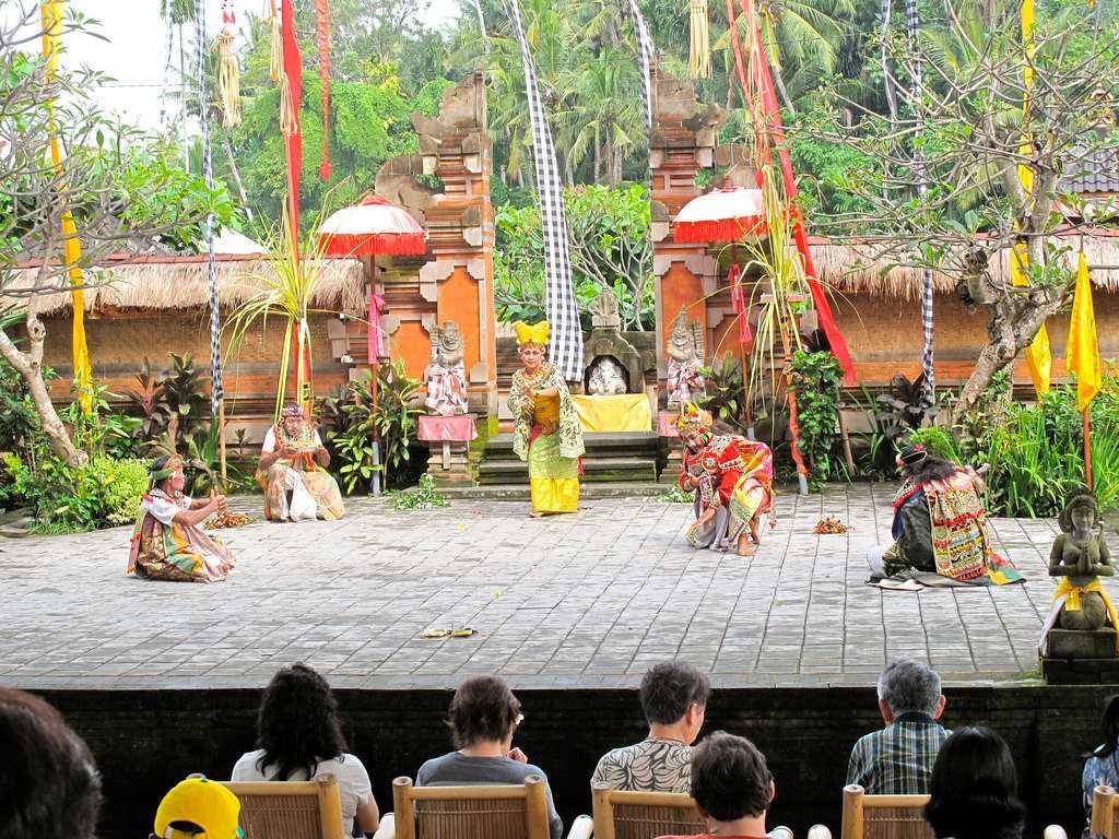 Honeymoon in Bali, Balinese Culture