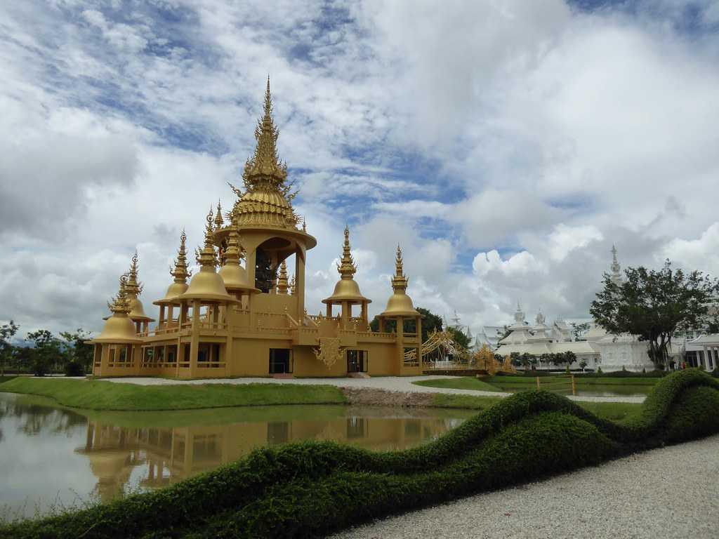 The Golden Building, Wat Rong Khun