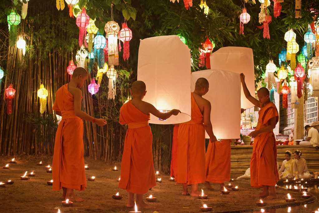 Loy Krathong 2019 at Wat Phan Tao