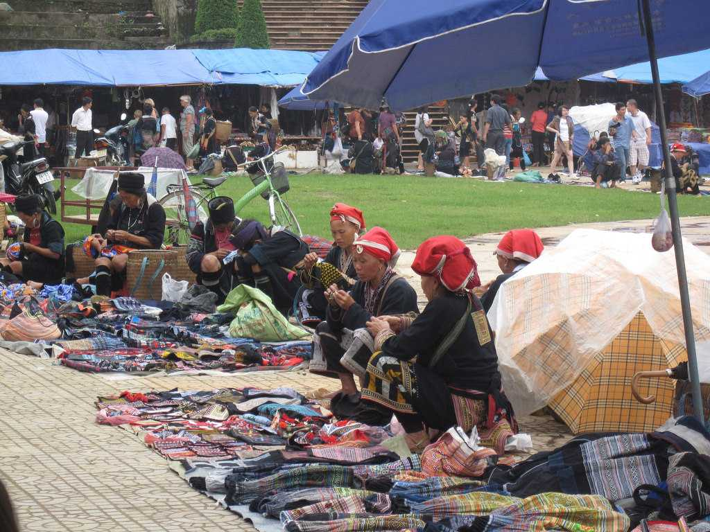 Sapa Market, Shopping in Vietnam, Traditional Vietnamese Clothing