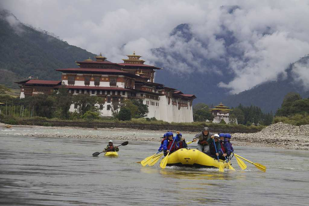 View of Punakha Dzong while rafting on MoChu River