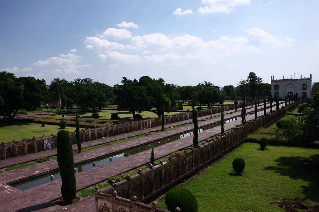 Bibi Ka Maqbara Gardens
