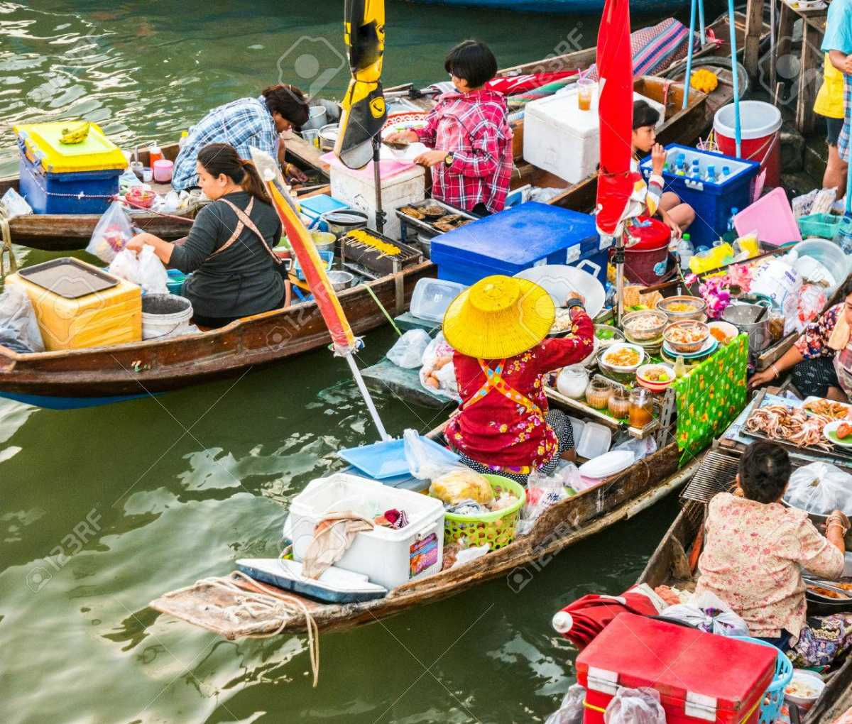 pattaya floating market, shopping in thailand