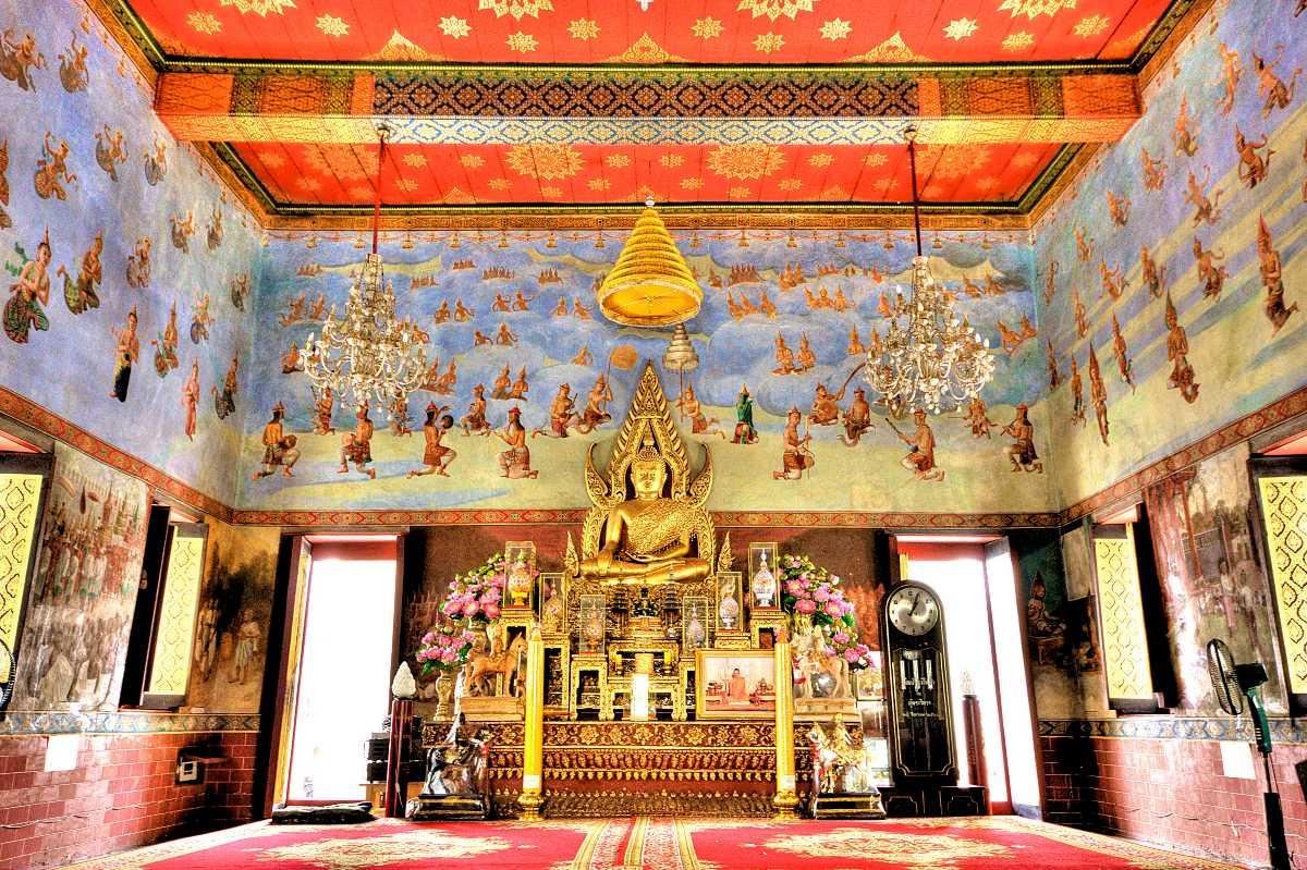 Shrine at Wat Suwandararam, Ayutthaya