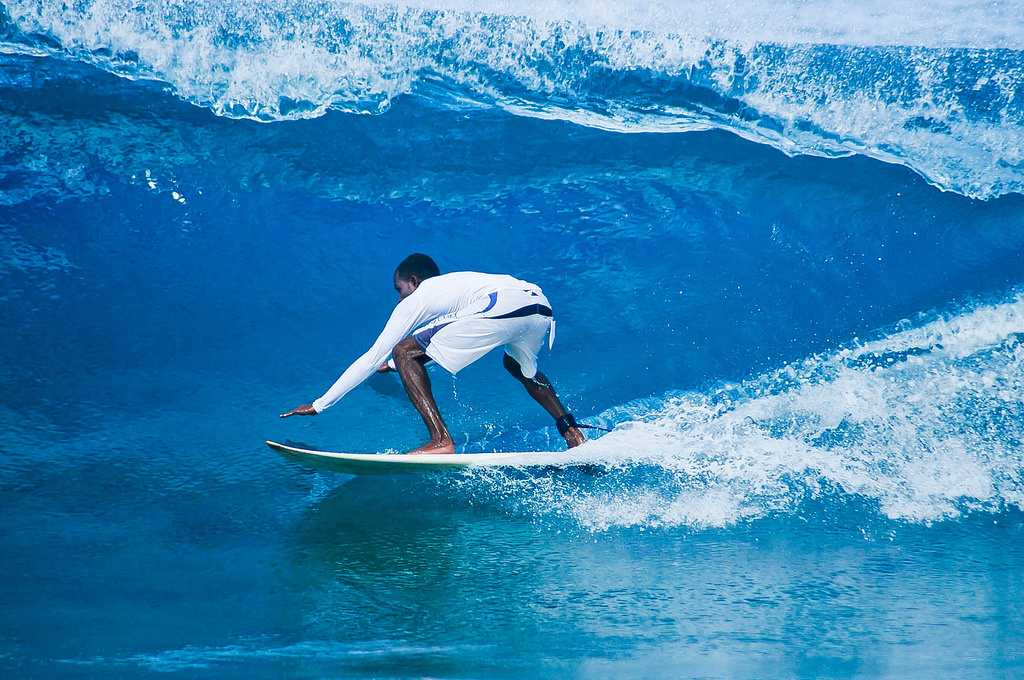 Surfing at Thulusdhoo Island