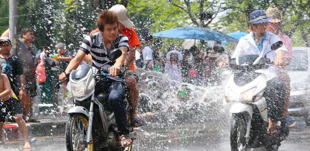 Songkran : Splashing of water