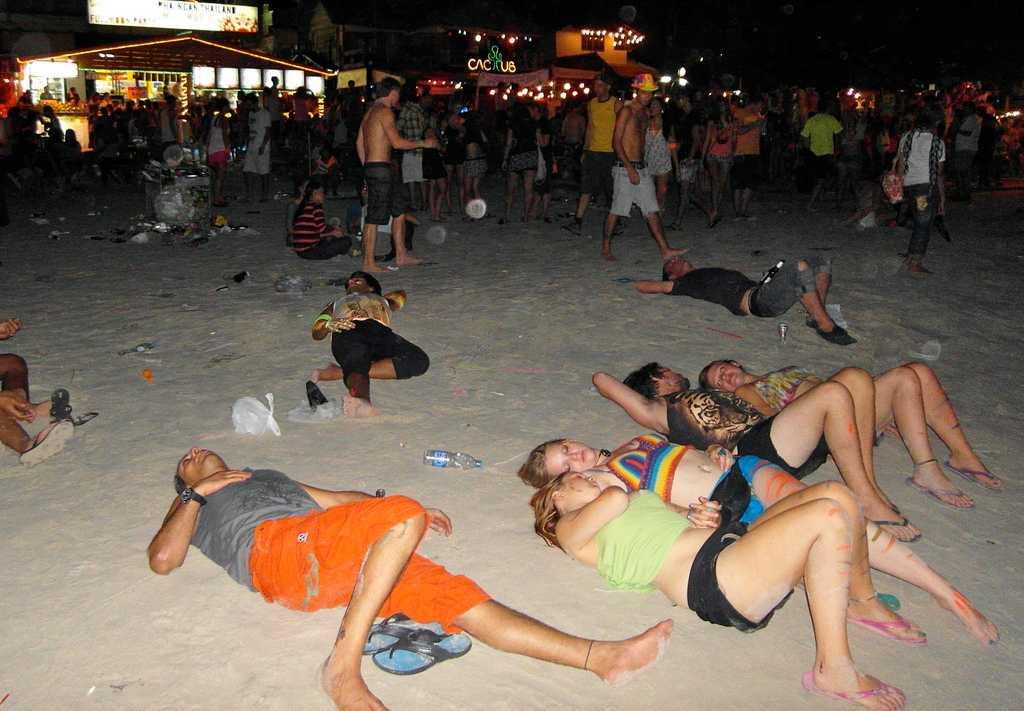 Full Moon party, Nightlife in Koh Phangan