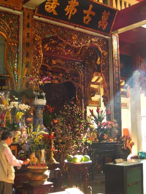 Vinh Nghiem Pagoda Altar