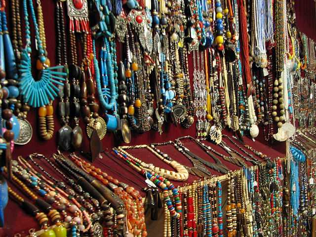 Trinkets and accessories, Shopping in Pune