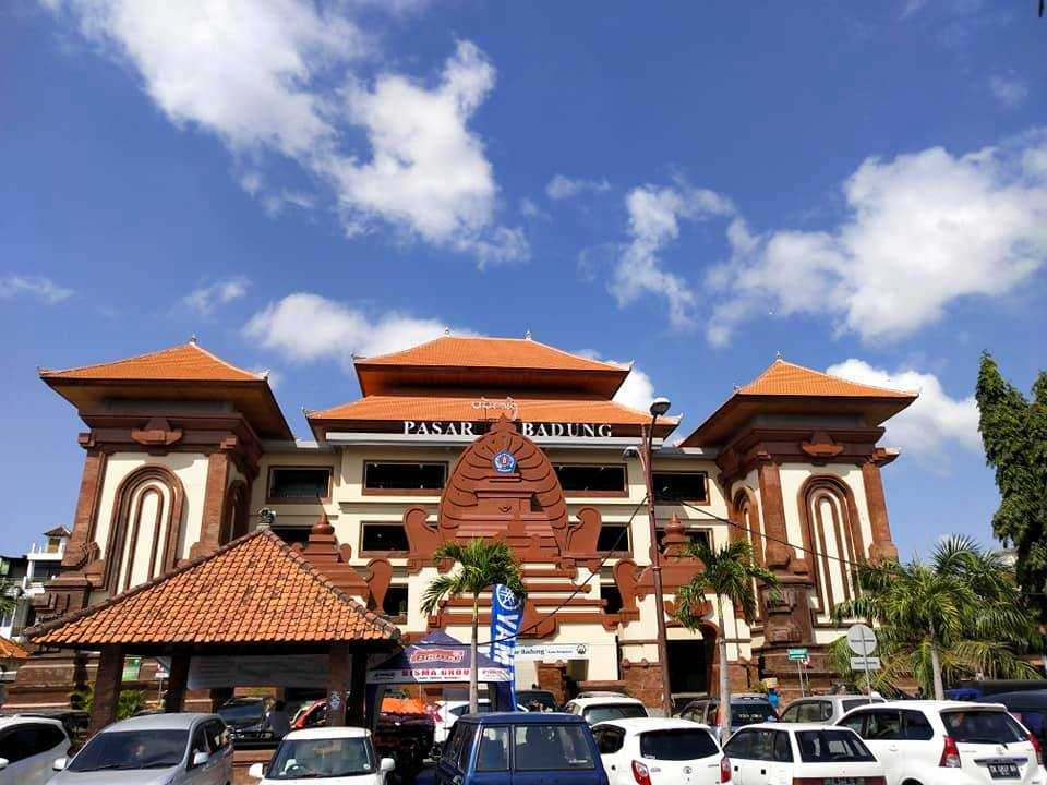 Outside view of the grand Pasar Badung market building