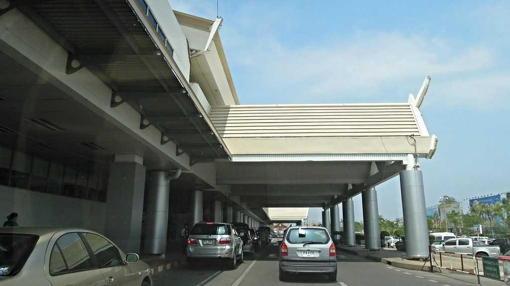 chiang mai airport entrance
