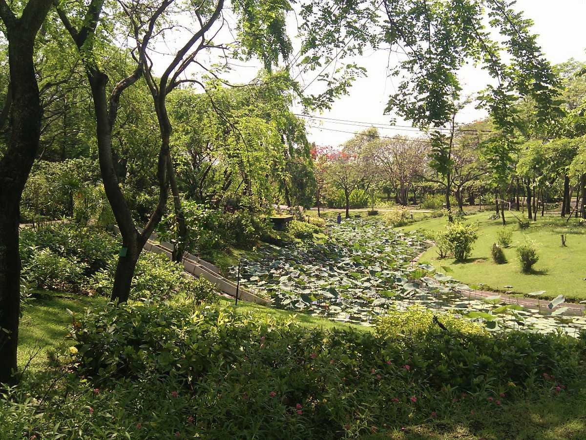 parks in bangkok, queen sirikit