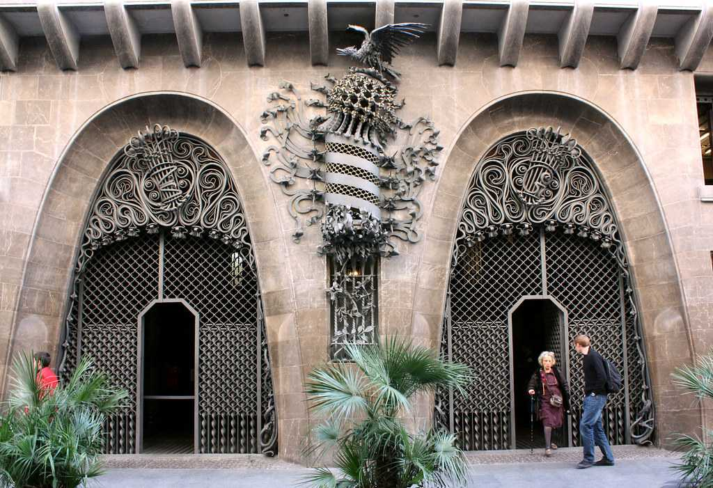 palau guell, architecture, facade