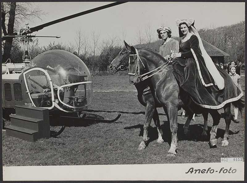 Countess Jacoba van Beieren welcomed by her husband, Frank van Beieren,  upon landing by a helicopter which was followed by a horse ride on the grounds of Keukenhof on 24 April, 1952