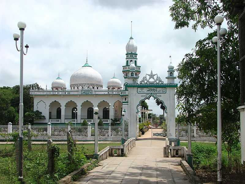 Mosque Jamiul Azhar in Giang province, Religion in Vietnam