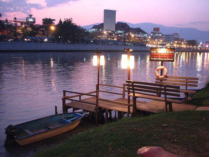 Mae Ping River Cruise, Nightlife in Chiang Mai