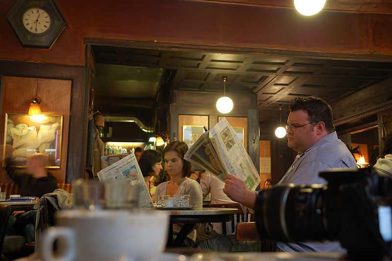 hawelka cafe, people reading newspaper, graben vienna