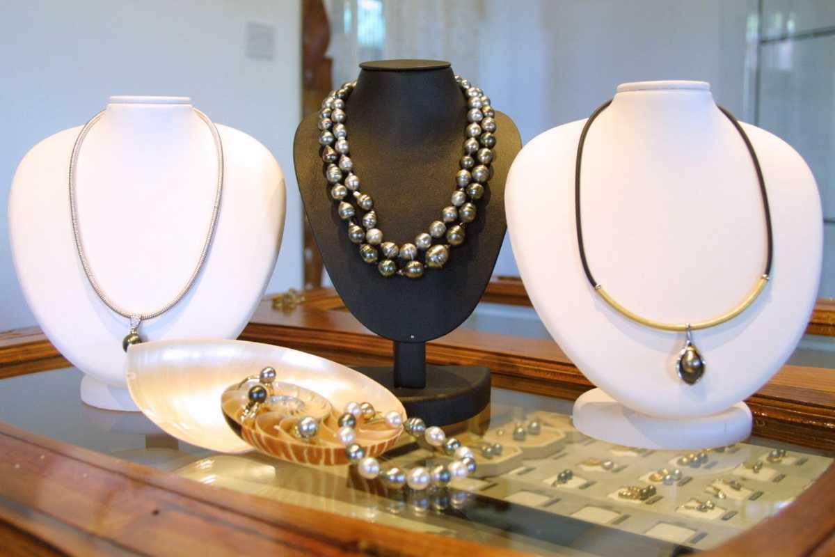 Black Pearl, Shopping in Seychelles