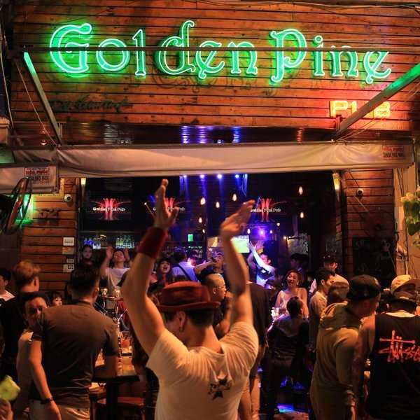 Golden pine Club