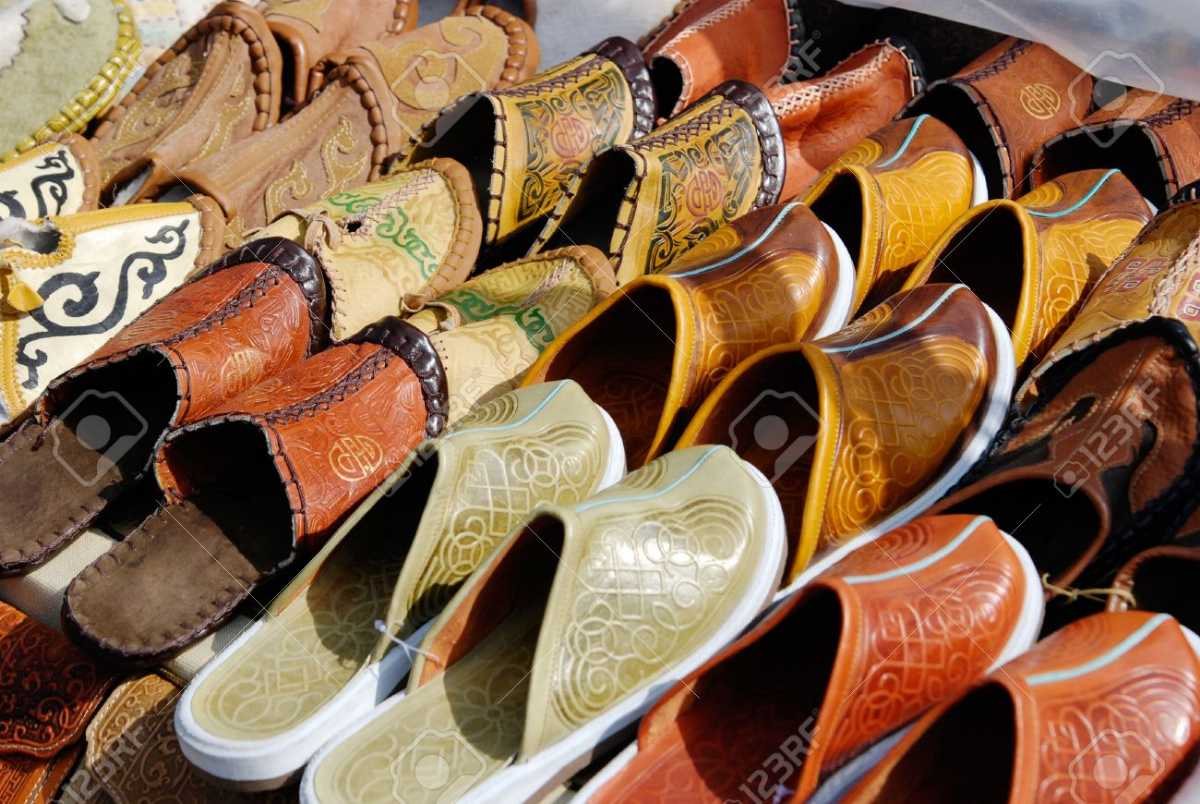 Leather Slippers, Shopping in Daman